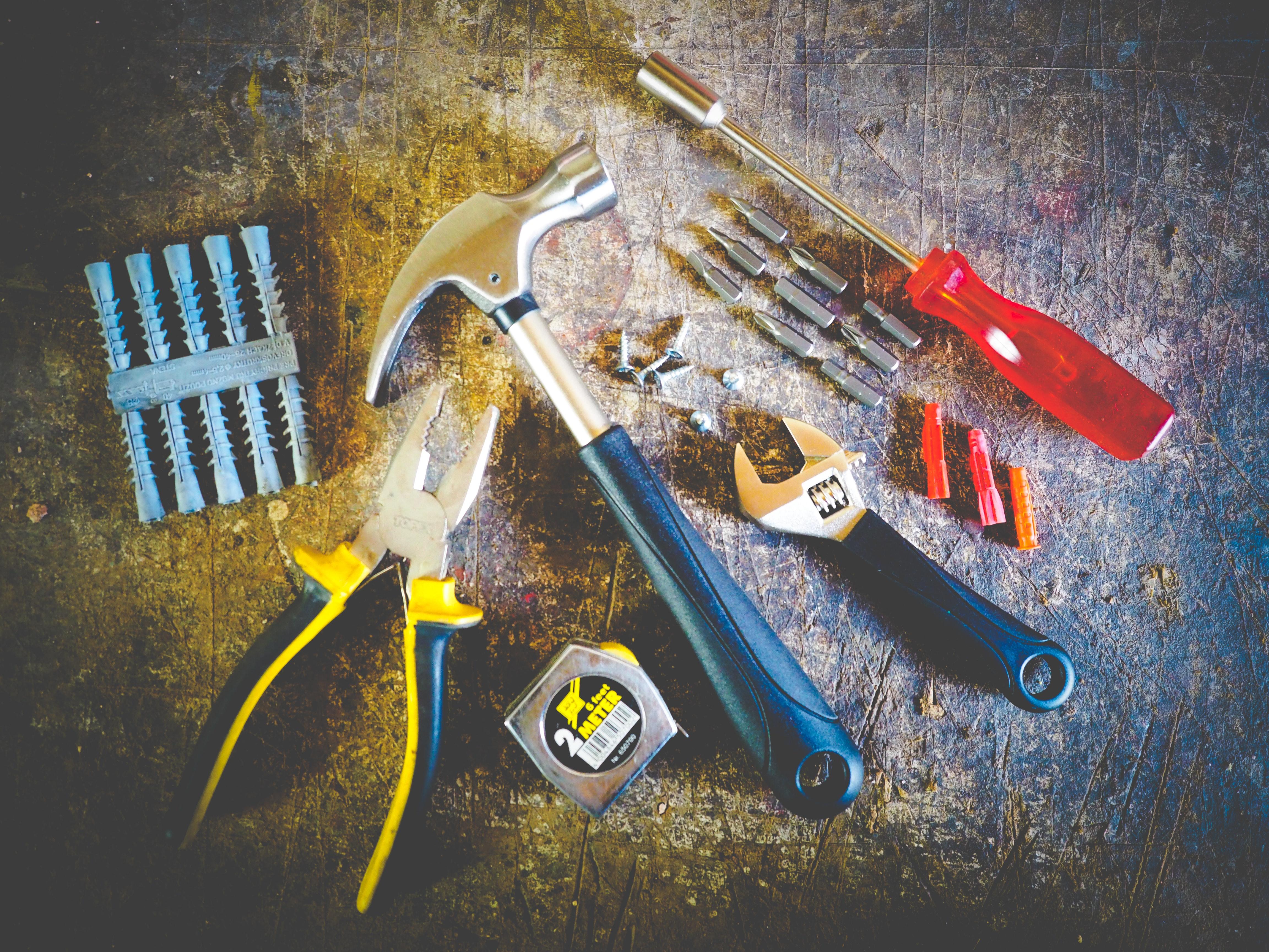 hammer-hand-tools-measuring-tape-175039 (1)